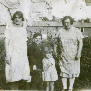 Harry Rose and family 1928